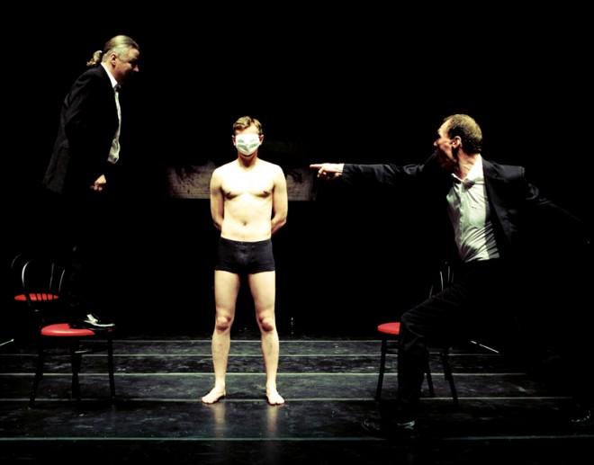 """La """"voce"""" del Belarus Free Theatre parla come Pinter e gli uomini liberi"""