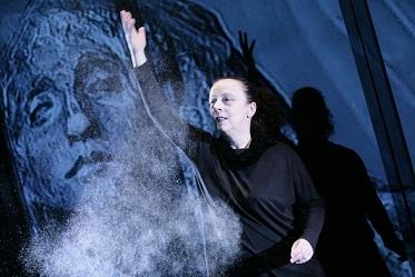 Malapolvere di e con Laura Curino in prima nazionale al Teatro Gobetti di Torino e al Duse di Genova
