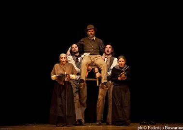 Föch della Compagnia Araucaìma Teater al Teatro Sociale di Mori
