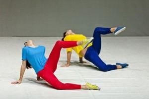 """Spic e Span: la danza """"pulita"""" che racconta la società della bellezza"""