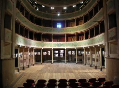 """Il Teatro Gualtieri """"Cantiere aperto"""" è stato sfollato per il sisma ma non chiude la sua attività culturale"""
