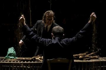 La Zona Nera, quando il teatro incontra il lavoro nella sua rappresentazione. Amare Foglie regia di Elena Marino allo Spazio 14 di Trento