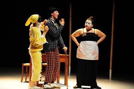 Petito e Blok uniscono la farsa napoletana e il teatro simbolista russo. I Punta Corsara vestono le maschere di Pulcinella e Sciosciammocca