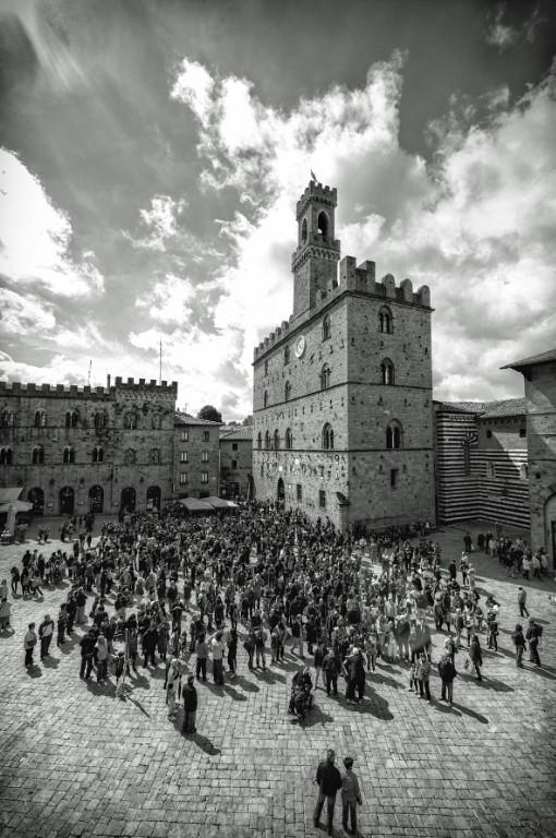 """Da Volterra un solo grido: """"Mercuzio non vuole morire"""" e con lui il Teatro e la Poesia di Armando Punzo e la Compagnia della Fortezza"""