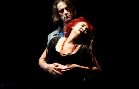 """Cristina Crippa e Edorado Ribatto in una scena de """"La discesa di Orfeo"""""""