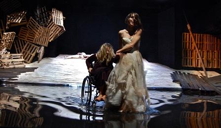 Crash Trōades, il viaggio di Teatro Urbano approda a Scandicci al Teatro Studio per la regia di Giancarlo Cauteruccio