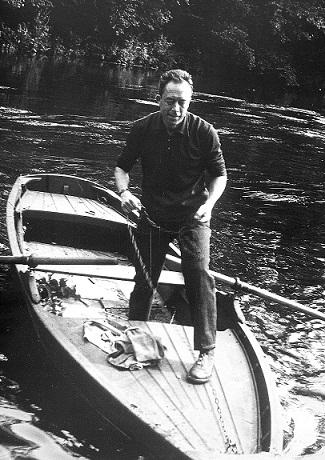"""""""Solitaire et Solidaire"""": Lo Straniero di Albert Camus in prima nazionale al Teatro Due di Parma."""