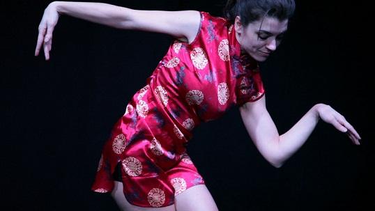 PASS/AGES di Teatrincorso in prima nazionale allo Spazio 14 di Trento. Con Silvia Furlan, regia di Elena R. Marino