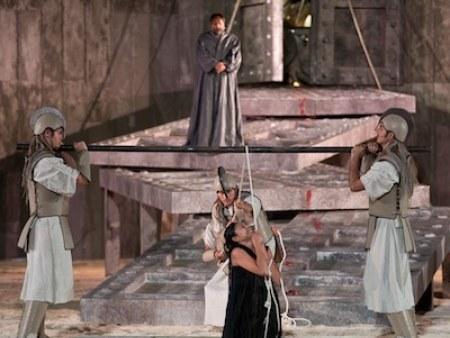 La tragedia dell'impossibile nell'Antigone di Cristina Pezzoli
