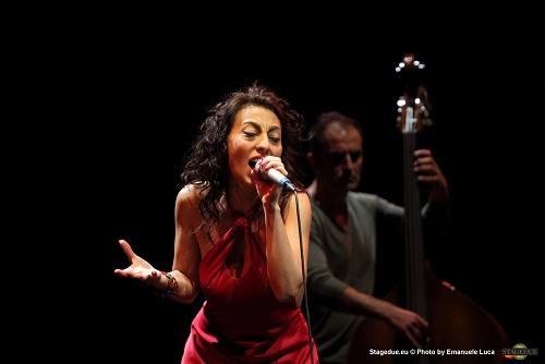 Majaria Trio e Eleonora Bordonaro: alto e basso si confondono, divertono ed attirano.