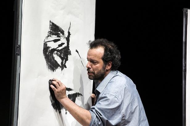"""Un solo bès per tutta la vita. Mario Perrotta """"disegna"""" la vita al confine di Ligabue"""