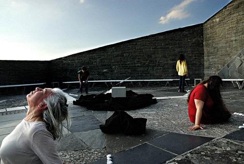 L'Orestea di Eschilo in scena nel Cimitero militare germanico del Passo della Futa. Archivio Zeta riporta il dramma greco ai giorni nostri