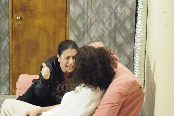 """Dietro quella porta  vivono """"vittime famigliari"""". Carrozzeria Orfeo racconta storie di ordinaria follia"""