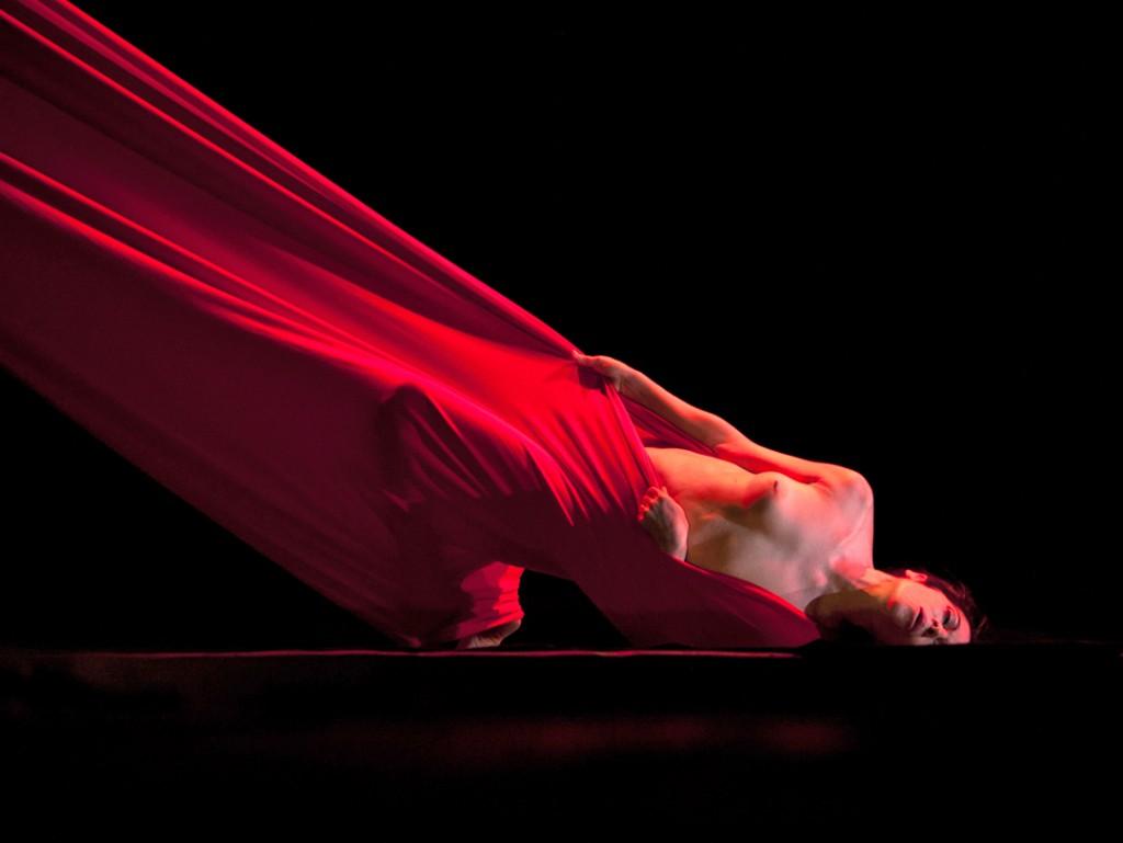 """""""B.Madonna"""": sulla scena newyorchese la danza Butoh di Maureen Fleming"""