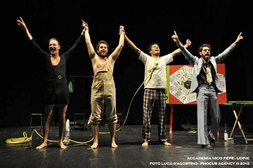 """Le nuove compagnie di teatro sono in """"Intransito"""" al Teatro Akropolis.  Il concorso nazionale del Comune di Genova"""