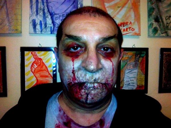 """L'arte è inutile come una cannuccia annodata e l'artista è uno zombie. La personale di Giacomo Verde """"Svendita di arte usata"""""""