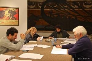 """""""Coefore / Eumenidi"""", un momento delle prove. Da sinistra: Francesco Scianna, Piera Degli Esposti, Daniele Salvo, Ugo Pagliai"""