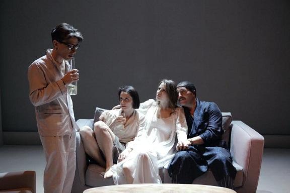 """""""I Vicini"""" del Teatro Stabile di Bolzano, Fausto Paravidino regista e interprete di una storia enigmatica"""