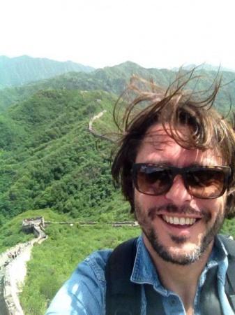 Claudio Pelizzeni sulla Muraglia cinese