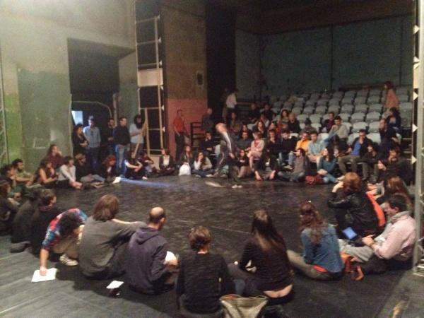 Gli occupanti riuniti in assemblea