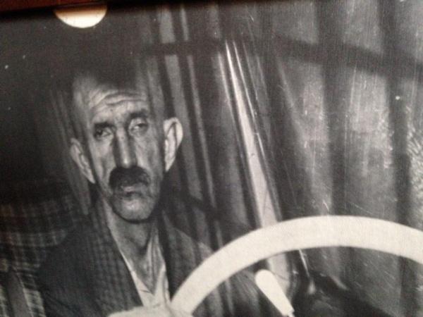Ligabue fotografato in auto (archivio Zavattini-Nizzoli)