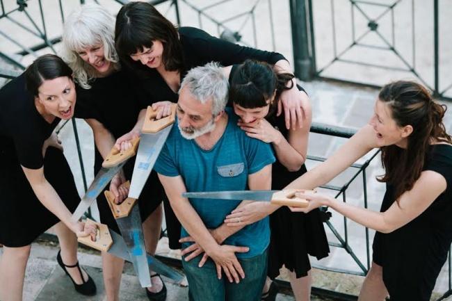 Da sinistra Coraline D'Haese, Orla Shine, Lisa Kendall, Rachel Rimmer, Leen Dewilde (anchecoreografa)