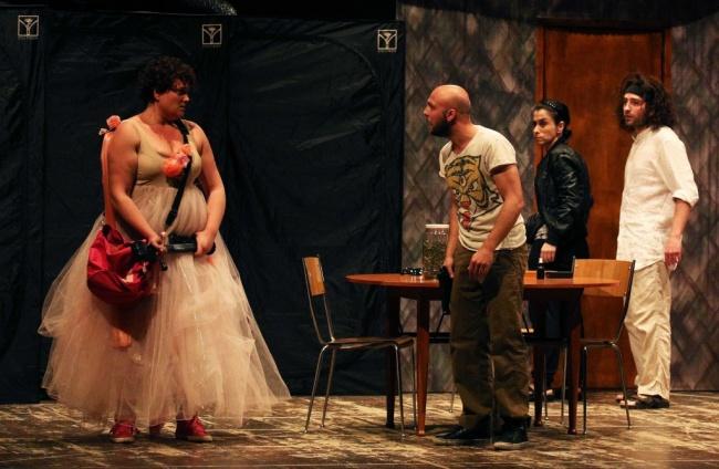 """Quando il """"Teatro nel bicchiere"""" è divertimento e riflessione."""