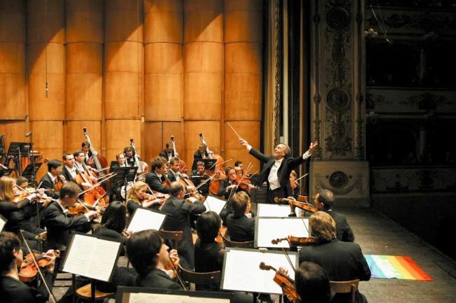 Claudio_Abbado sul palco del Teatro Comunale di Ferrara , foto di Marco Caselli Nirmal