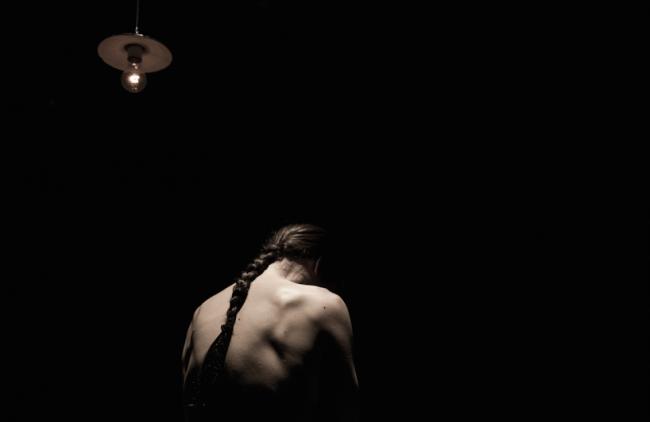 Alessandro Serra scolpisce figure di donne dedicate a Giacometti