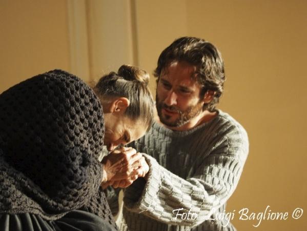 """""""Passio Hominis"""", regia A. Calenda, con L. Sastri e J. Venturiero, 2015 (foto: Luigi Baglione)"""