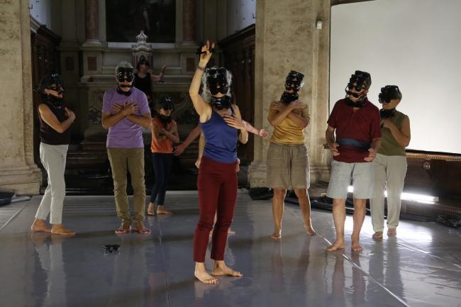 ArMare un Uomo Dario Tortorelli con i partecipanti al progetto Dance for Health Italia