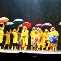 Singin-in-The-Rain-final-musical-show-spectacle-Théâtre-du-Chatelet-Paris-Dan-Burton-Daniel-Crossley-Clare-Halse-Jennie-Dale-on-stage-photo-by-United-States-of-Paris-blog
