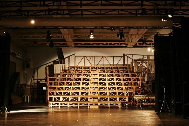 E.S.T.I.A. teatro - struttura in legno costruita dai detenuti/falegnami