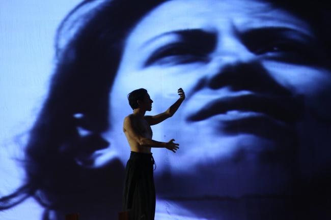 Anna Dora Dorno e Nicola Pianzola in Il Rito - Performance di Instabili Vaganti, Bharat Rang Mahostav Festival, India, 2016 (Foto Archivio Festival)