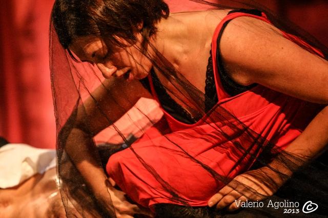 Anna Dora Dorno in Il Rito - Performance di Instabili Vaganti, Arena del Sole, Bologna, 2013 (Foto di V. Agolino)