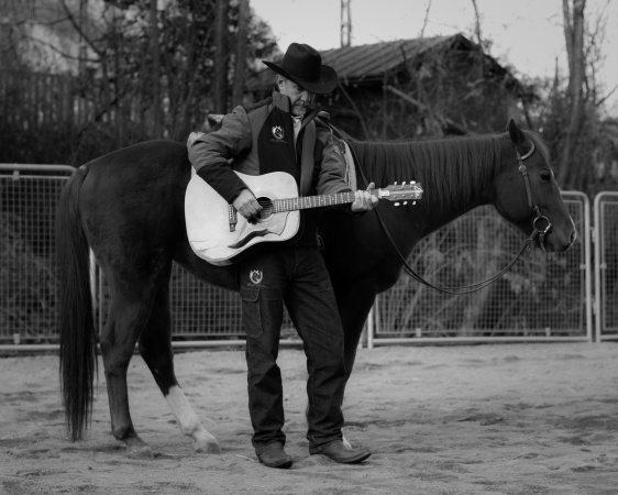 Johnny Ponta: il medico musicista a cavallo