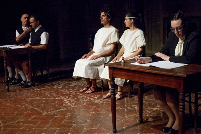 Dialogo degli Dei Sacchi di Sabbia  Massimiliano Civica foto Lucia Baldini