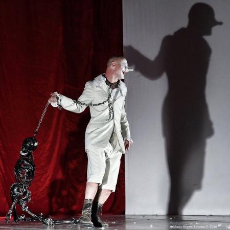 L' Ubu Roi di Roberto Latini: teatro dell'assurdo soprendente e vero…