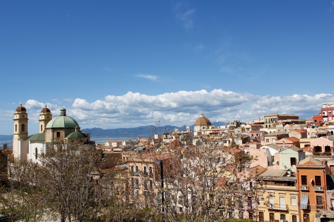 """Vita nella città – Cagliari aperta al mondo"""": un progetto di Karim Galici per MigrArti"""