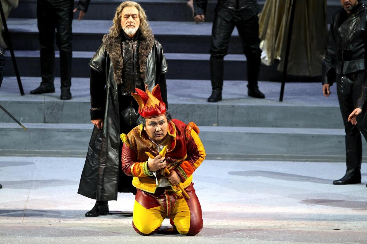 Dietro le quinte del Rigoletto in scena al Carlo Felice di Genova
