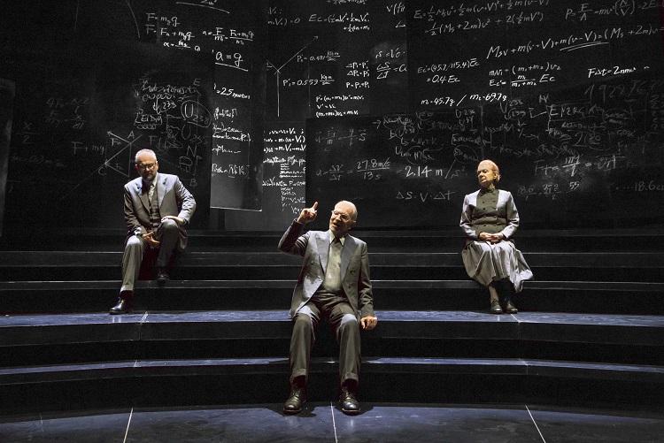 Copenaghen: i premi Nobel Bohr e Heisenberg rivivono nell'impeccabile messa in scena di Orsini