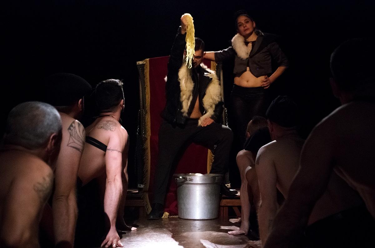 La ferocia di un'irresistibile ascesa al potere nell'Ubu Re del Teatro dei Venti