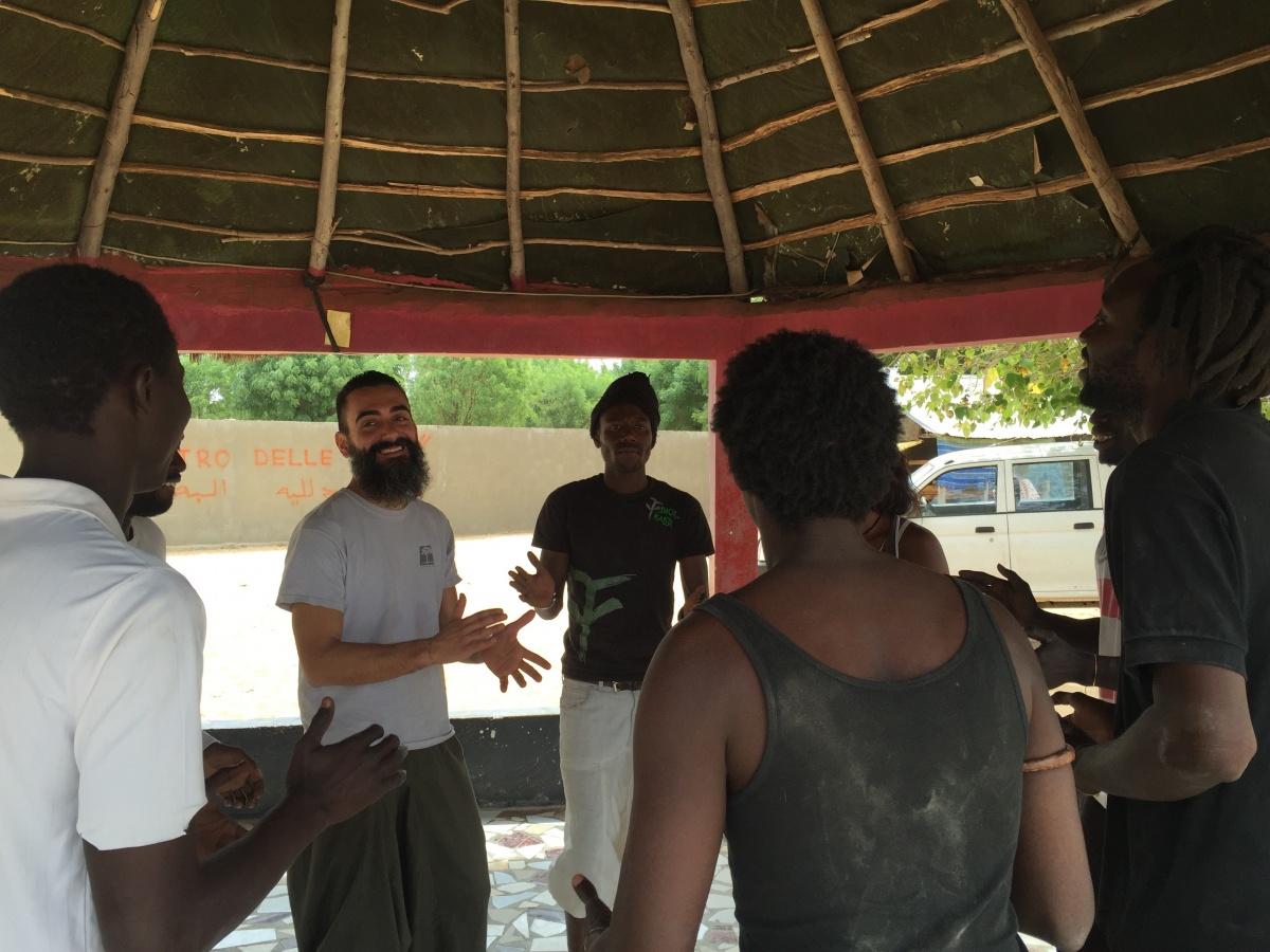 Stefano Tè del Teatro dei Venti in Senegal con il Takku Ligey Theatre