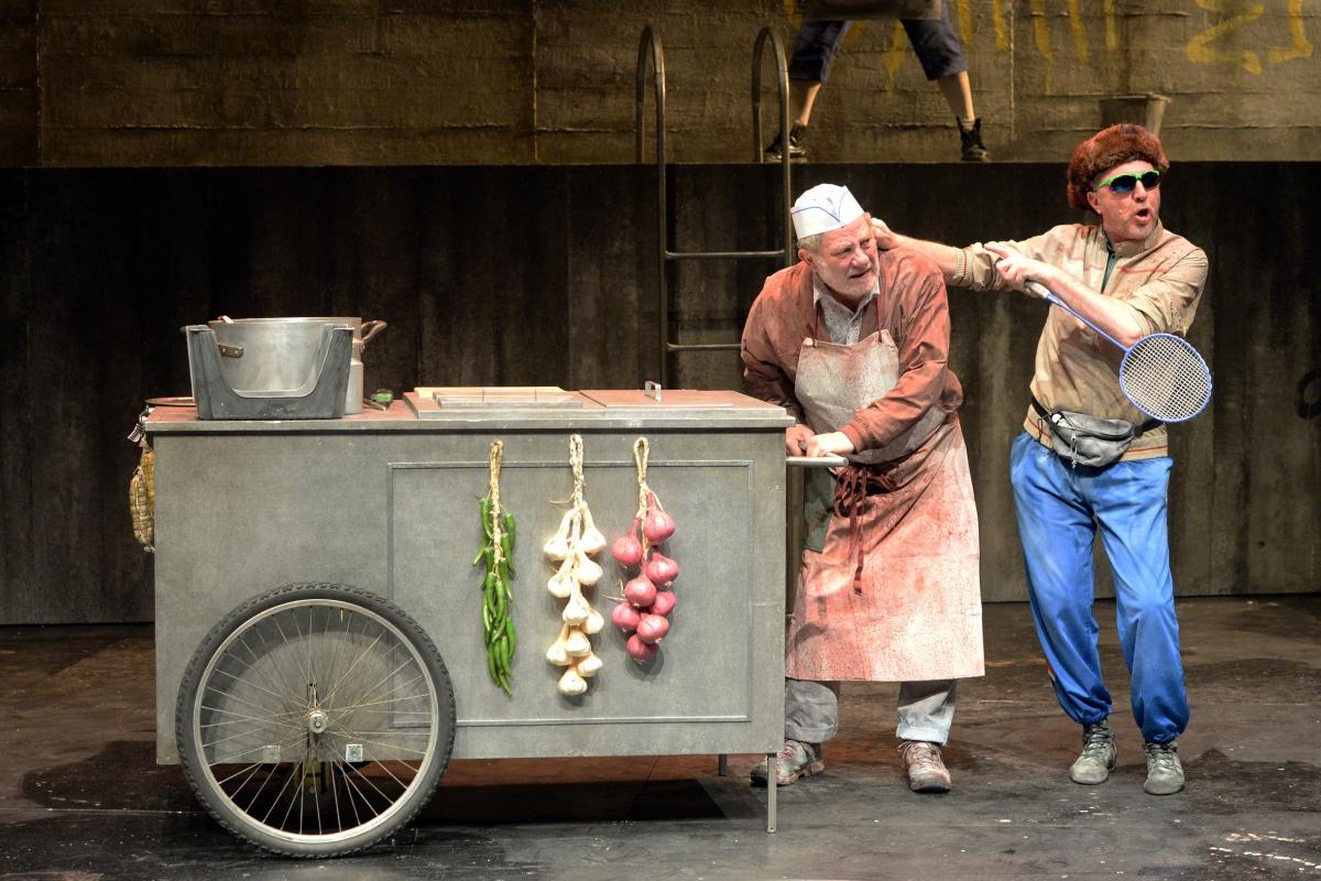 I Cavalieri di Aristofane, regia di Roberto Cavosi al Teatro Stabile di Bolzano