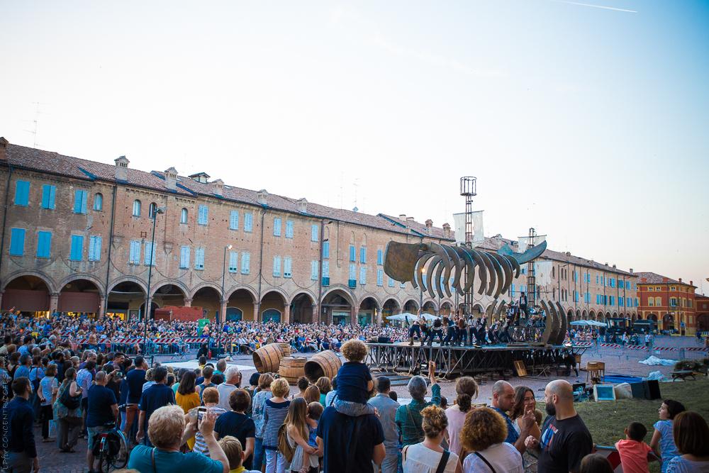 Concentrico , il  palcoscenico all'aperto più grande d'Italia: 14 mila spettatori al Festival