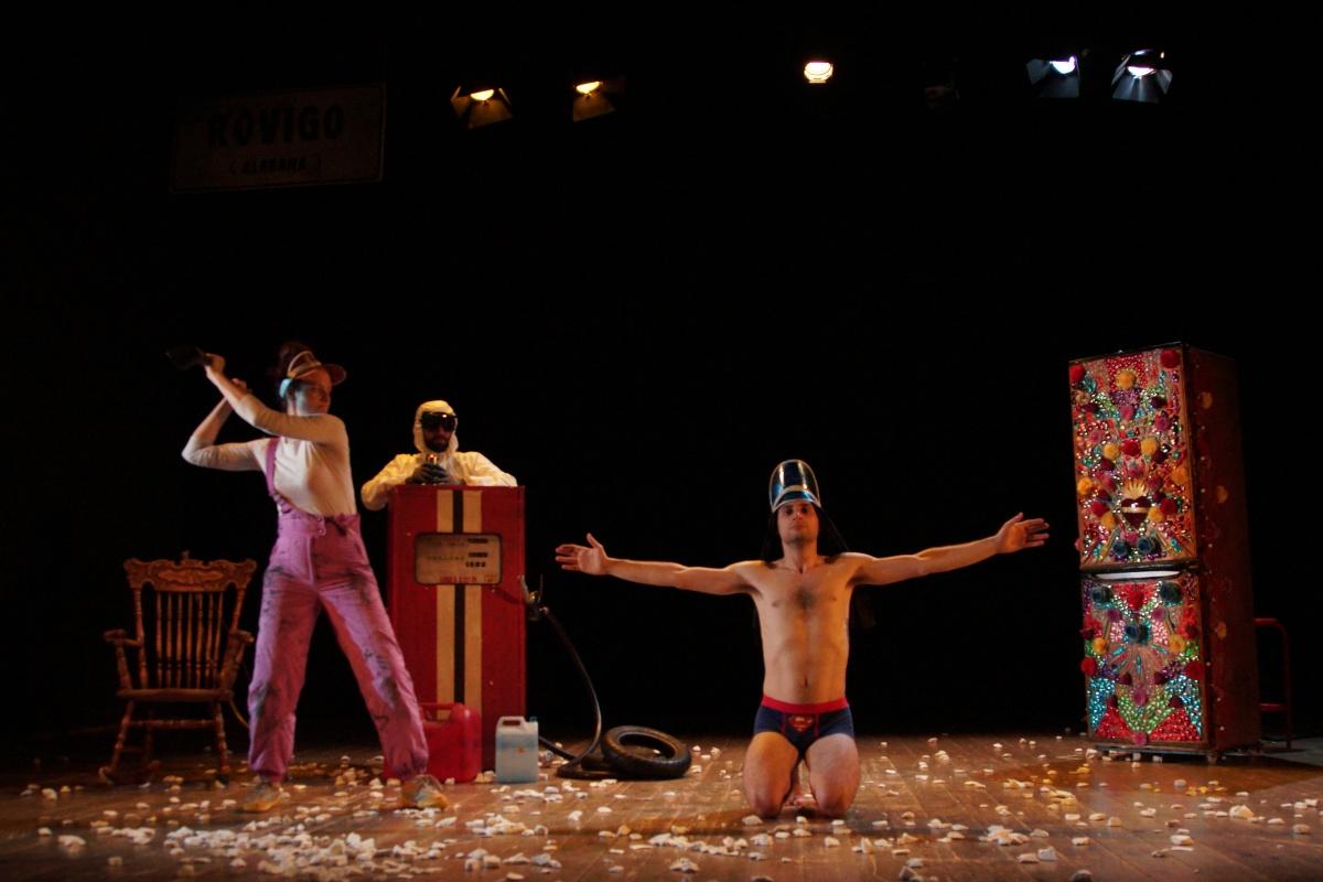 Sister(s). Miraggio su strada qualunque: La Compagnia exvUoto Teatro a Trame d'autore.