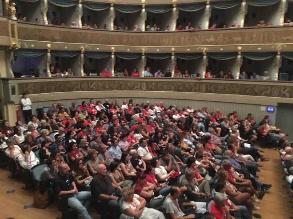 """il pubblico del Teatro Sociale """"Verso una nuova resistenza"""" Gino Strada Emergency Trento 8 settembre 2018"""