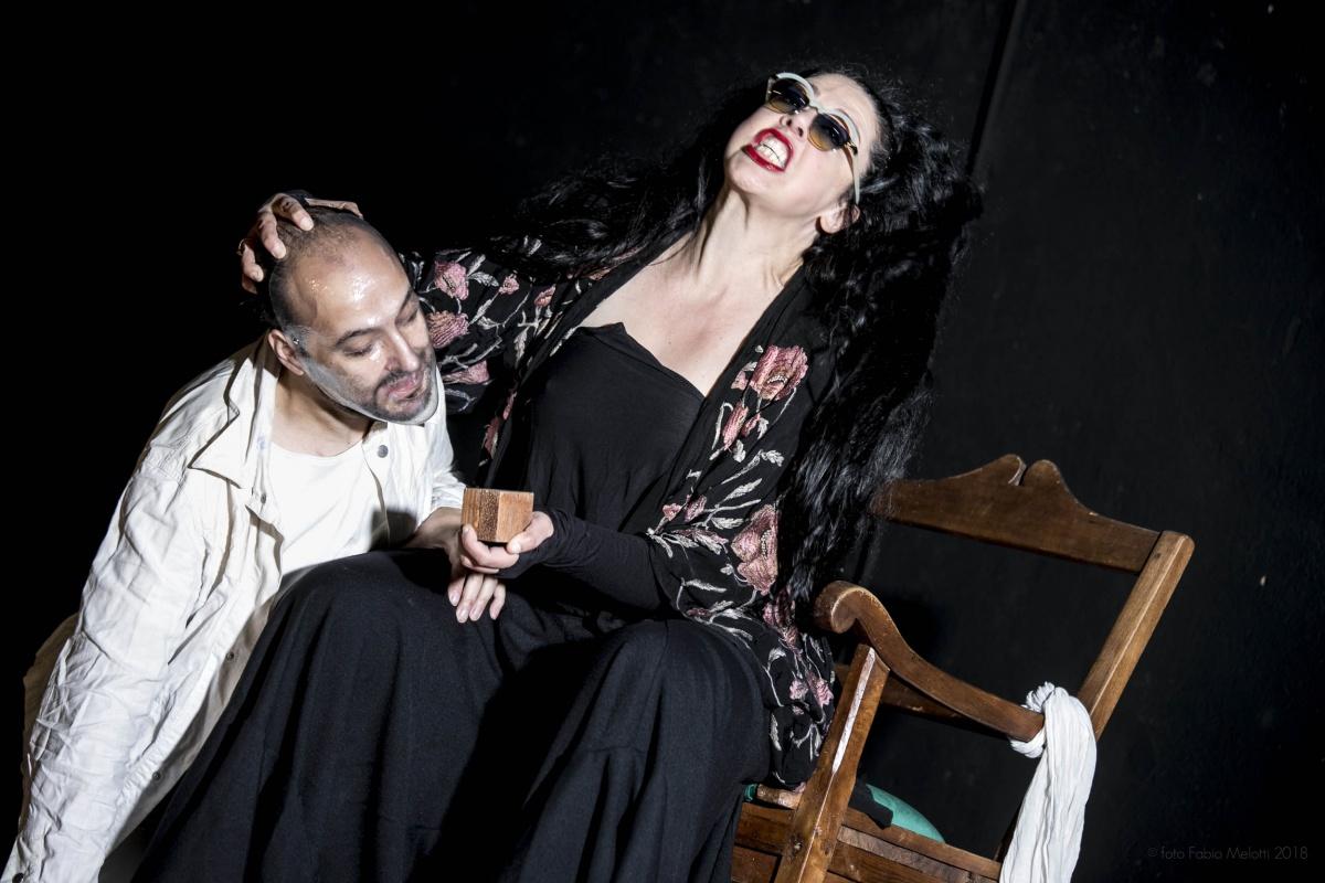 Mater Dei di Massimo Sgorbani al Teatro i di Milano: Giorgia Cerruti e Davide Giglio