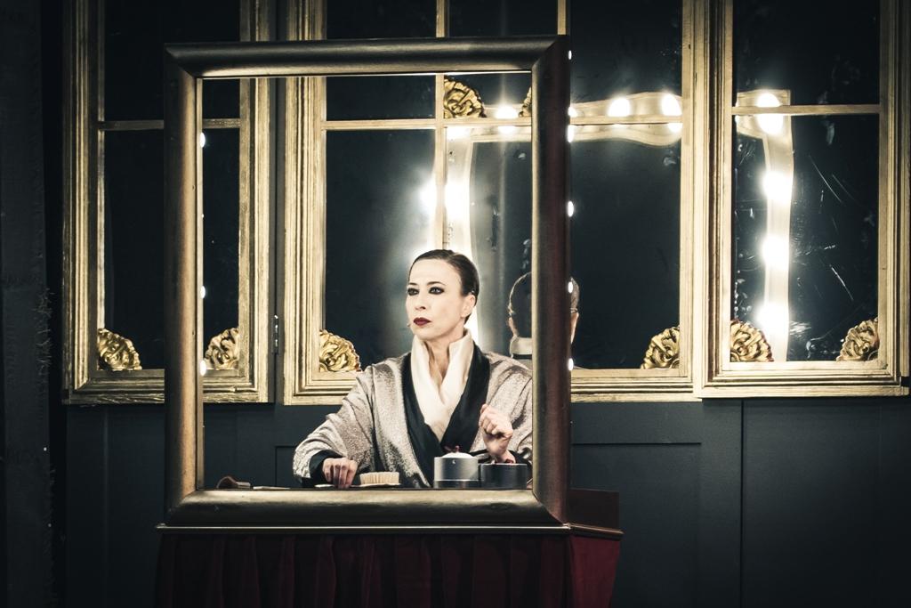 Viktor Viktoria nell'energica interpretazione di Veronica Pivetti