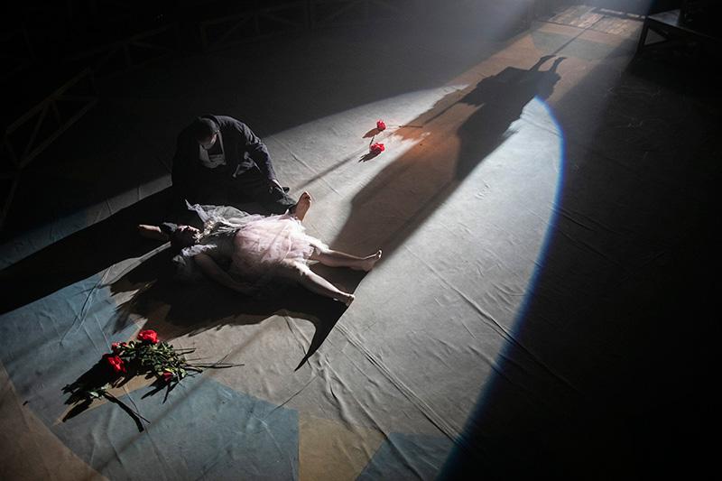 """Antonio Viganò: """"il teatro è un atto politico importante"""". Otello Circus al Napoli Teatro Festival"""